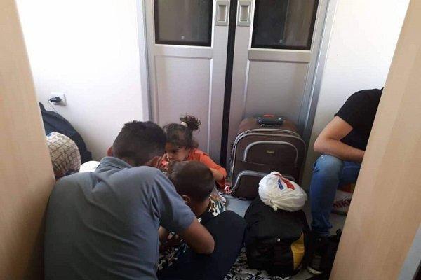 قطار اتوبوسی تهران-مشهد، مسافر سرپایی هم سوار می نماید!