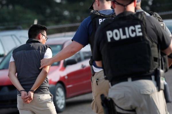 پلیس آمریکا 680 مهاجر غیرقانونی را بازداشت کرد