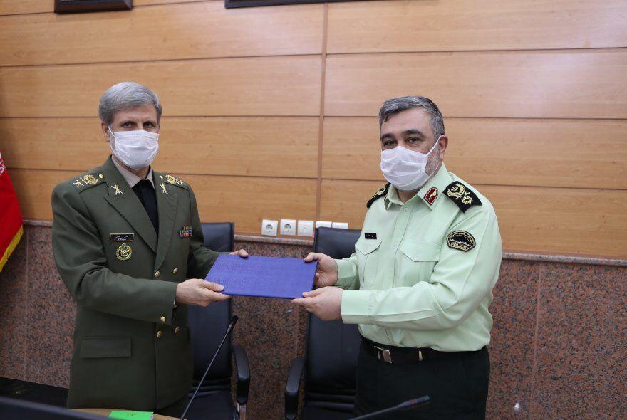 خبرنگاران امیر حاتمی: تقویت نیروی انتظامی به عنوان یک اولویت در دستور کار وزارت دفاع است
