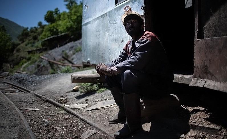 روایت کارگر معدن ذغال سنگ از کارکردن صدها متر زیرزمین، استاندار کرمان بگویید به معادن بیاید و روزگار سخت ما را ببیند