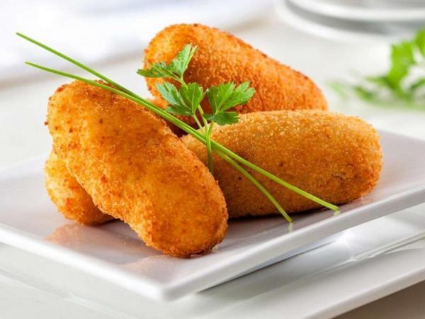 طرز تهیه کراکت مرغ و پنیر؛ یک غذای فستفودی در خانه