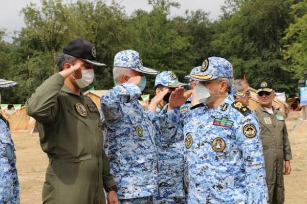 دانشجویان دانشگاه افسری رزم واقعی را در اردوگاه ها آموزش می بینند